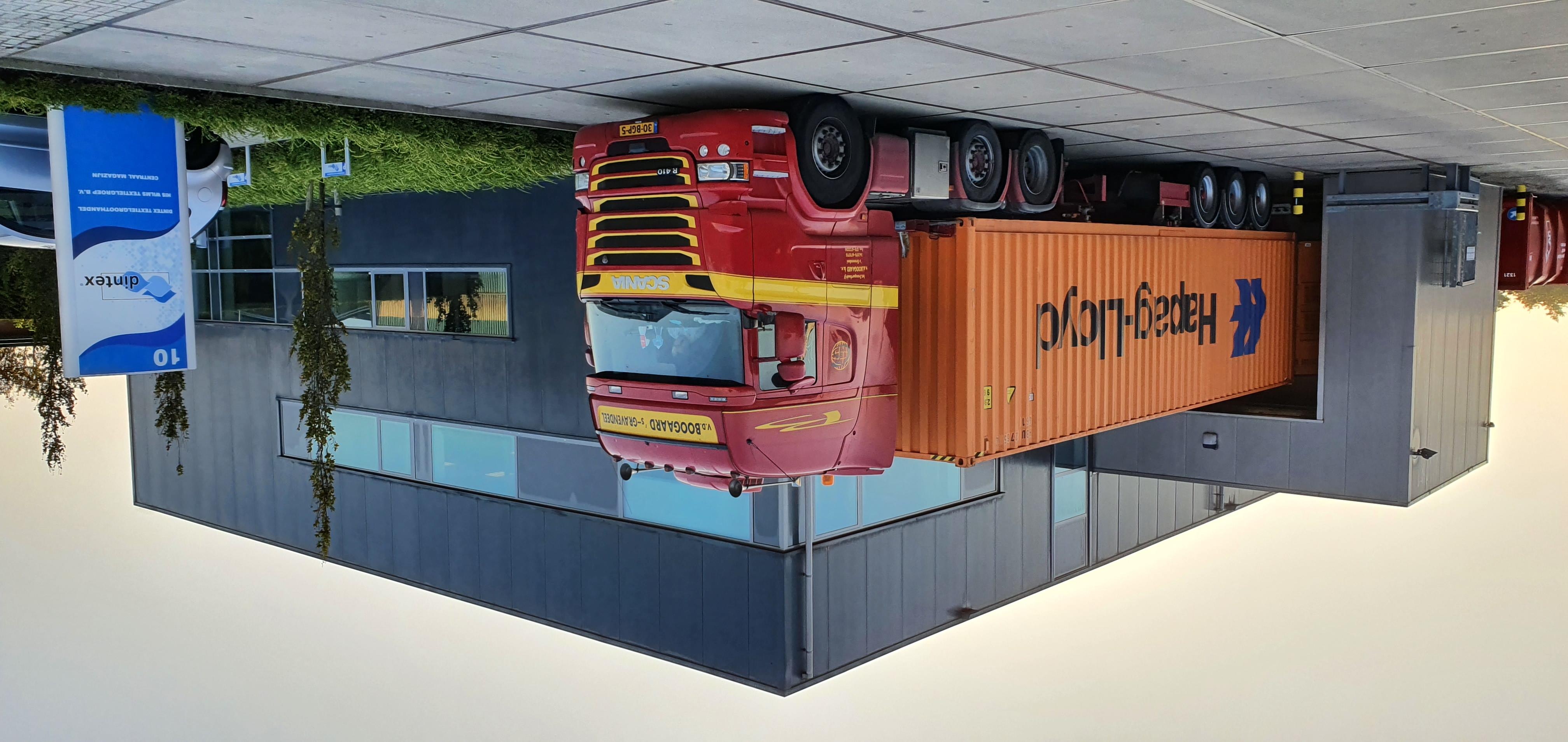 Record: 25.000 kilo bedlinnen in een 40 FTHC container